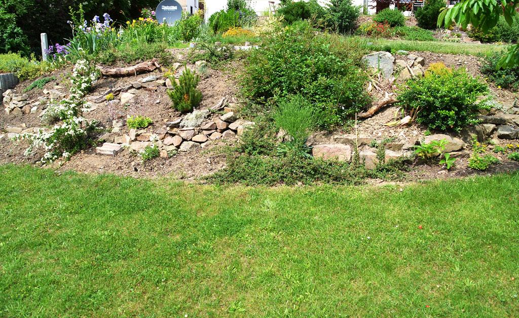 gartengestaltung mit steinen am hang - tyentuniverse, Gartenarbeit ideen