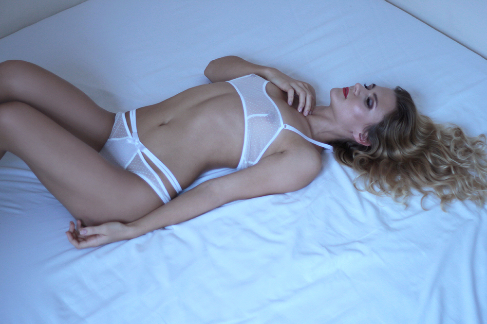 Dot mesh bralette and thong, Flash You and Me, €35 (Доставка — €6)
