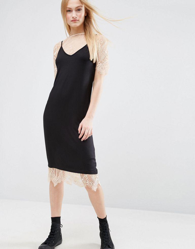 Платье на бретельках с кружевной футболкой ASOS, 2 307,69 руб.