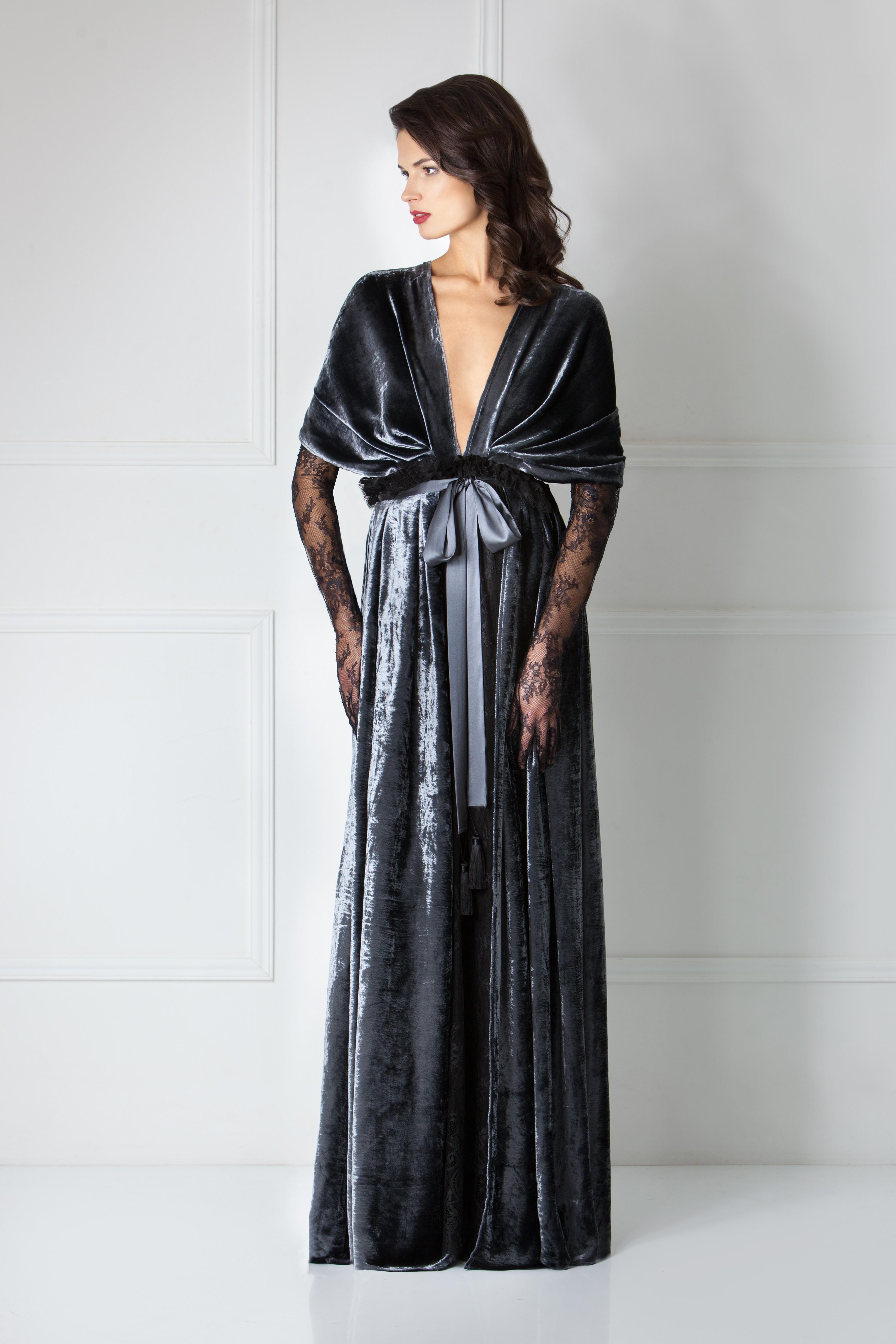 Будуарное платье из бархата из серии Wild Roses от Amoralle, €1,550