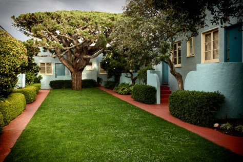 Ocean Park Motel courtyard