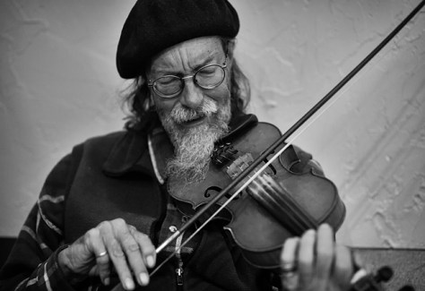 Fiddle player at a local Irish seisiún