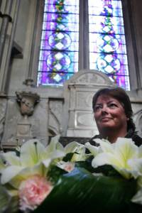 A proud Sarah Prince lays flowers at Westminster Abbey