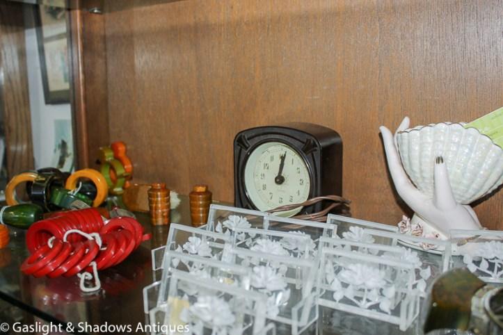 Bakelite clock, 50's lucite