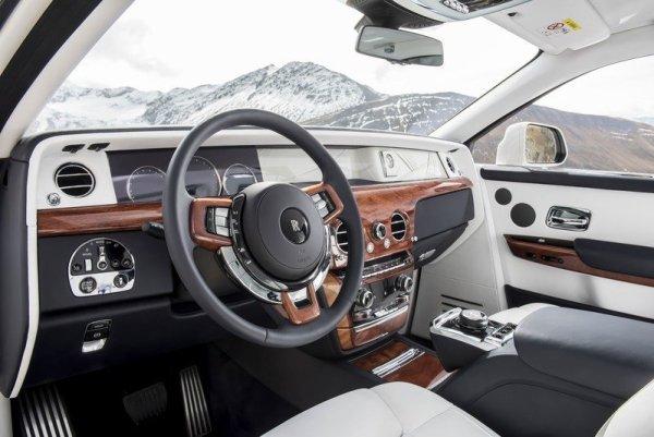 r4 - CULLINAN o SUV da Rolls-Royce
