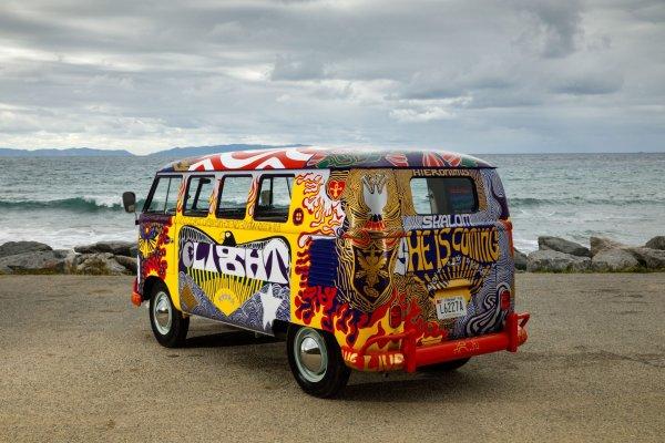 q35 2 - 50 anos do Festival de Woodstock, muito rock, paz, amor e carros.