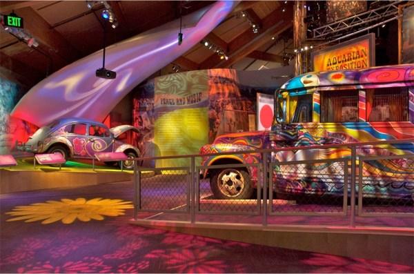 q47 - 50 anos do Festival de Woodstock, muito rock, paz, amor e carros.