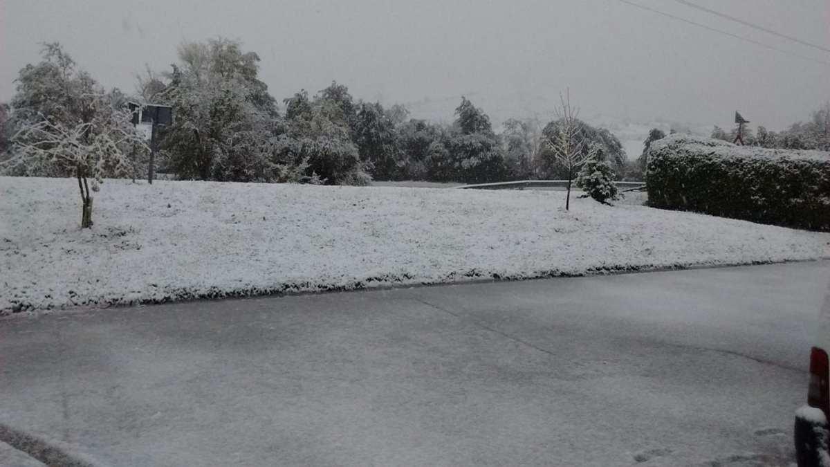 La Llanada amanece bajo una fina capa de nieve. La previsión dice que hay probabilidad de tormentas y granizo. - GasteizBerri.com