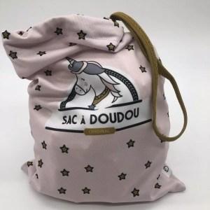 A2588FFD 3816 41B3 86EF 37FE7426B9F8 rotated - Loopita - sac à doudou «Simone la licorne»