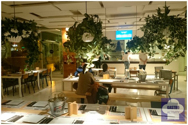 Interior del restaurante Kilometros de Pizza