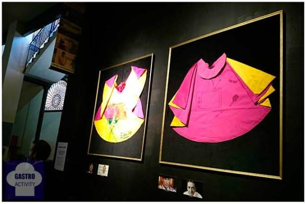 Exposición de capotes decorados por personas conocidas del mundo artísitico, deportivo o cultural