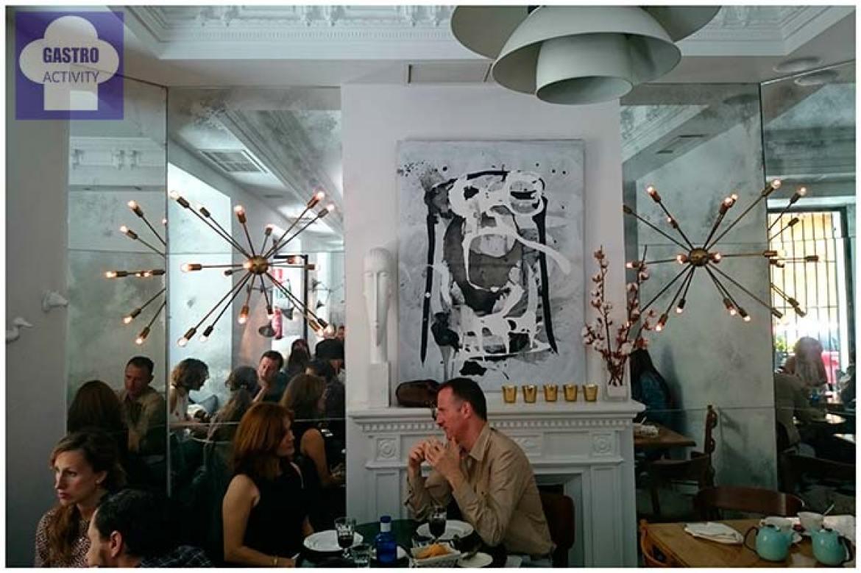 Chimenea en Ganz Café-Bistrot