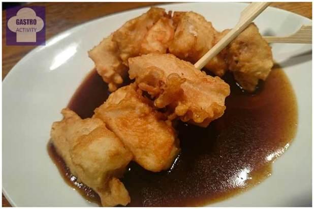 Dados de pollo en tempura y salsa PX