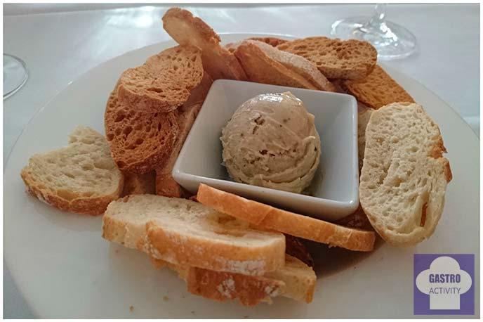 Mantequilla con tomates secos, parmesano y albahaca