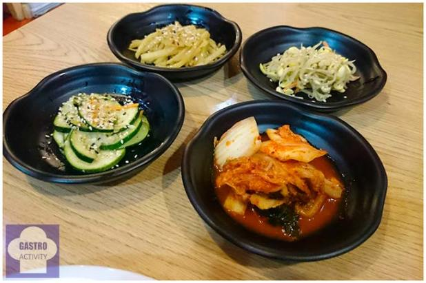 Aperitivos: Pepino, Brotes de soja, Tiras de patata y Kimchi