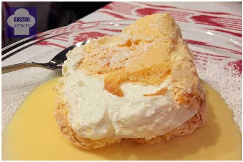 Crema de vainilla, merengue y hojaldre
