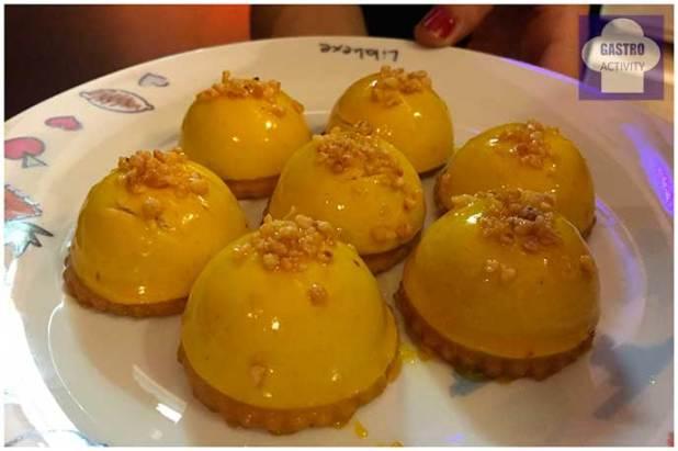 Cremoso de chocolate y avellana con glasa de mango
