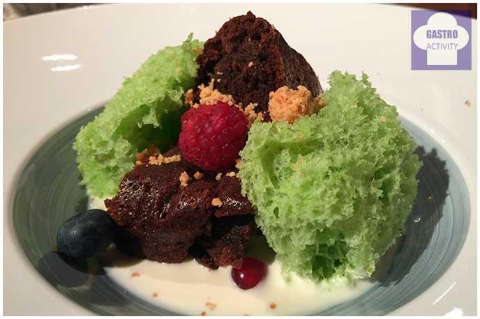 Tartufo negro con bizcocho de pistacho y crema de arroz con leche Restaurante Random Madrid