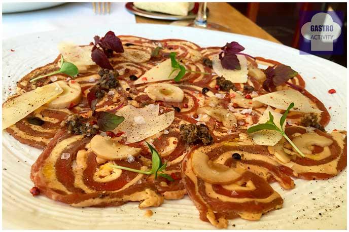 Carpaccio de buey de carne de La Finca con foie Restaurante Seven & Six