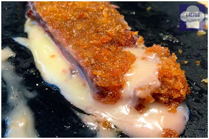 Cachopo con cecina con queso Sota Caballo Rey Grupo Raza Nostra Taberna Sota Caballo Rey Grupo Raza Nostra