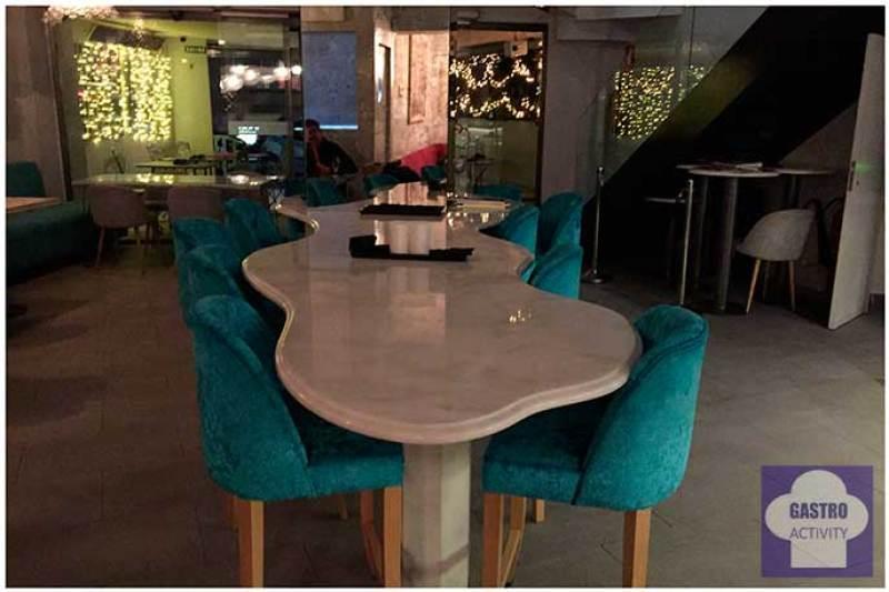 Mesa para compartir Namit Gastrobar comida filipina Madrid