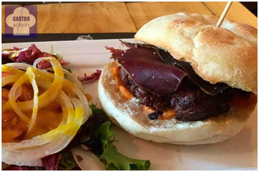 Hamburguesa de salmorejo con cecina Gobu Burger Madrid