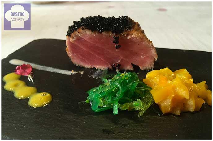 Tataki de atún rojo, huevas de tobiko y pipirrana de miso Restaurante Gala Madrid
