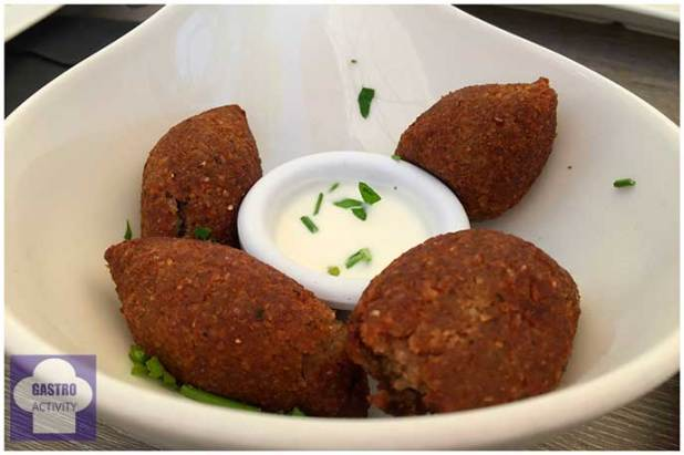 Kebbe albondigas de carne Restaurante Shukran comida libanesa Madrid