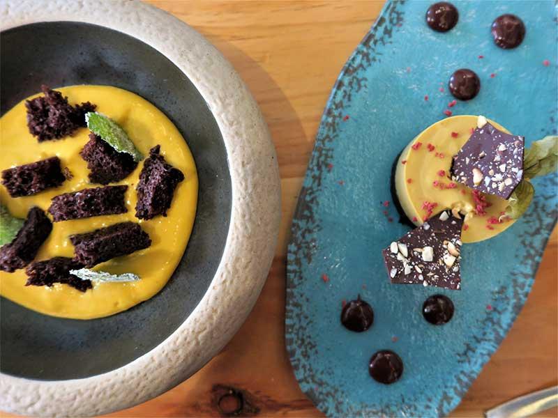 Cheesecake de lucuma y bizcocho de chocolate con mango