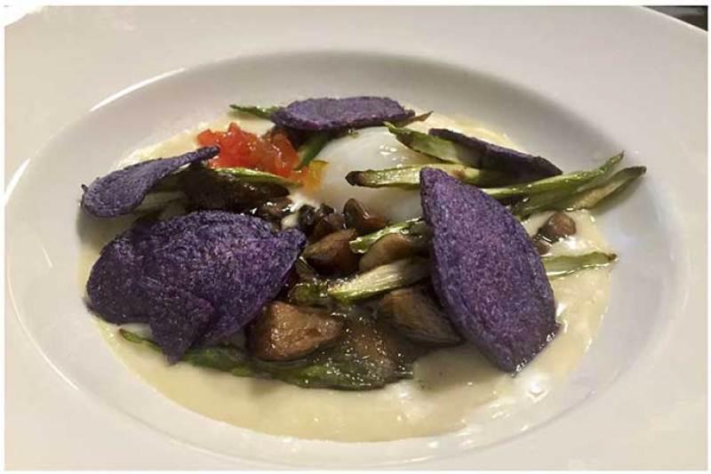 Huevo campero con esparragos y setas Restaurante vegetariano Copenhagen Madrid
