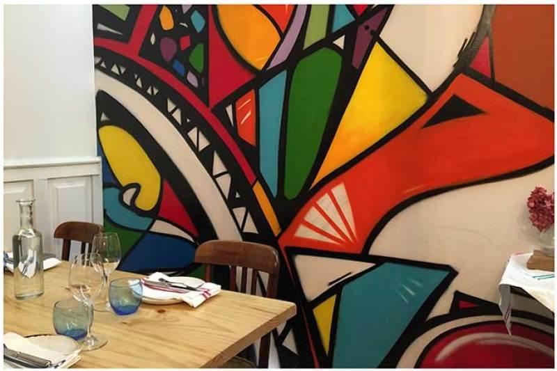 Reservado con graffiti Atlantik Corner restaurante portugues