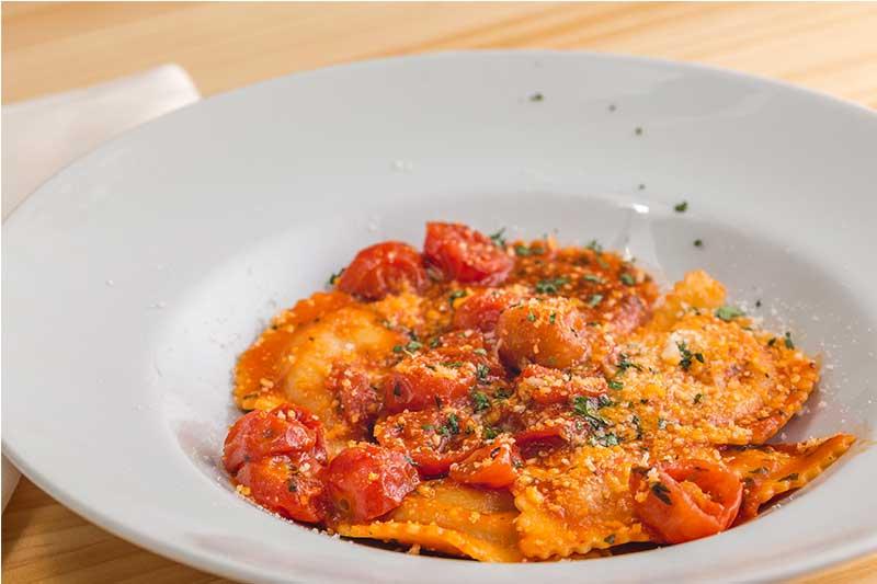 Ravioli relleno de queso Scarmoza restaurante ¡Tu! Pasta