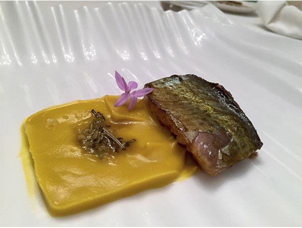 Caballa marinada en miel con pure de calabaza jengibre y romero Restaurante Arrayan Madrid
