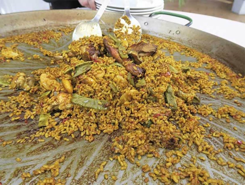 Paella Valenciana III Ruta de la Paella restaurante Que si quieres arroz Catalina Casade Campo III Ruta de la Paella restaurante Que si quieres arroz Catalina
