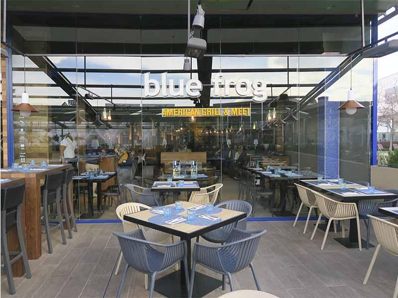 Blue Frog American Grill terraza y restaurante