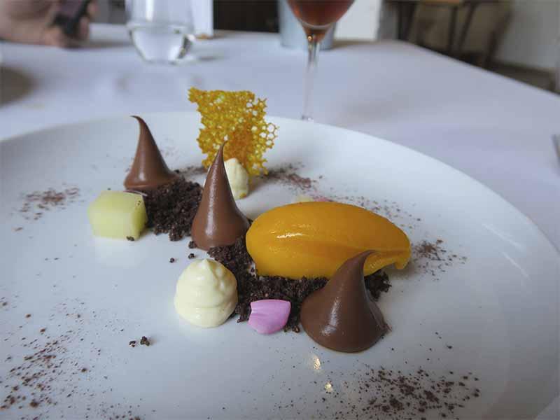 Restaurante Casa Elena en Toledo Cremoso de chocolate con tierra de avellana