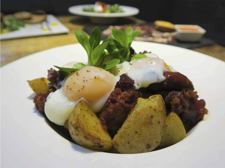 Erre Que Erre La Latina Huevos Poche Patatas Chistorra