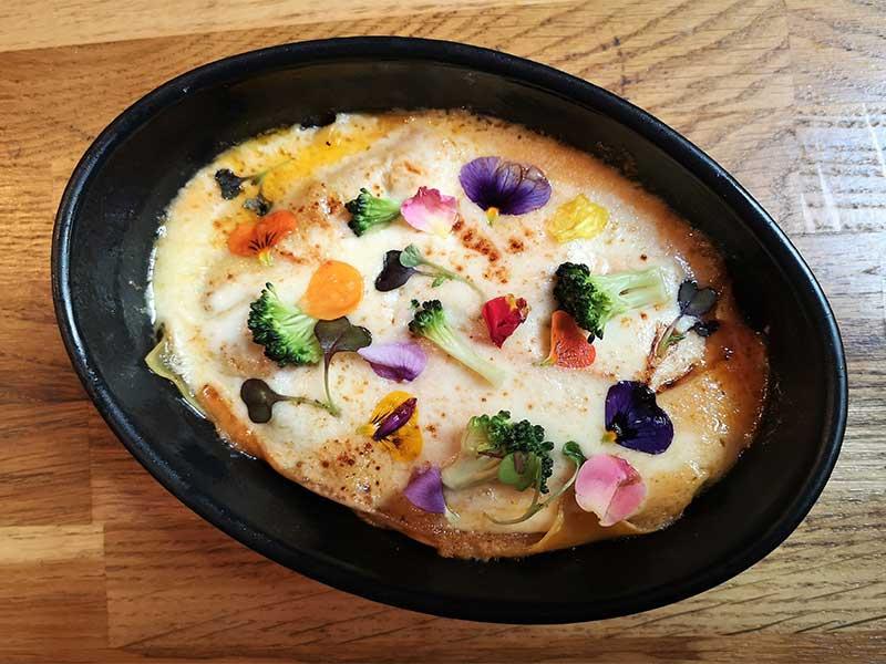 Taberna y Media Lasaña de mejillones y queso scamorza
