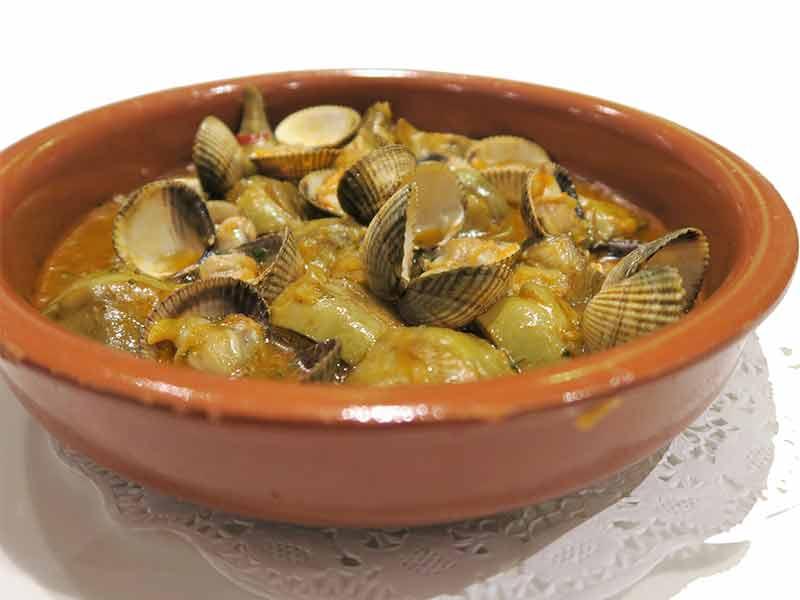 Restaurante St. James Berberechos con alcachofas