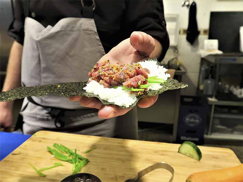 Ariel D'Avila chef de Sushi en Bici comida japonesa