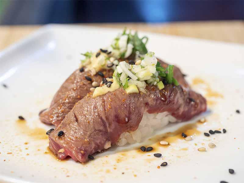Nigiri de Entraña Sushi en Bici comida japonesa