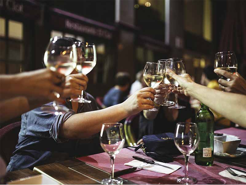 Brindis con Vinos blancos
