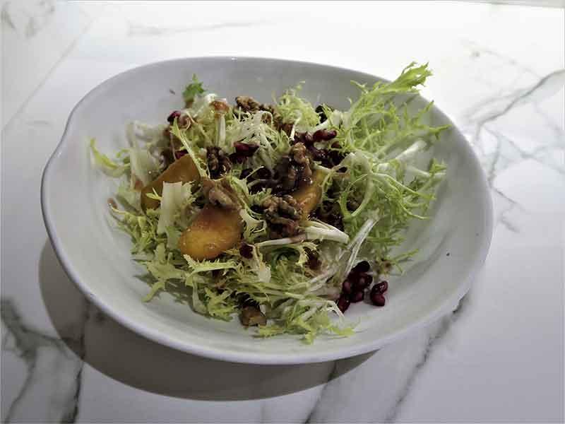Brunch del restaurante Arado ensalada con aliño de citricos
