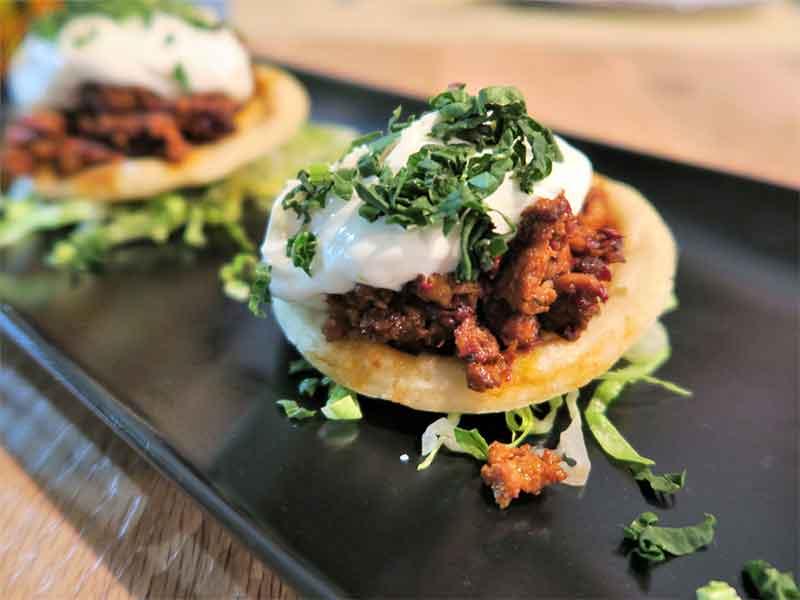 Mawey Taco Bar Sope de chorizo