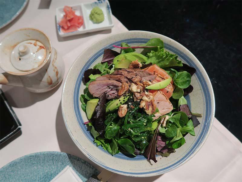Restaurante Ayala Japon Ensalada de tataki de atun y salmon