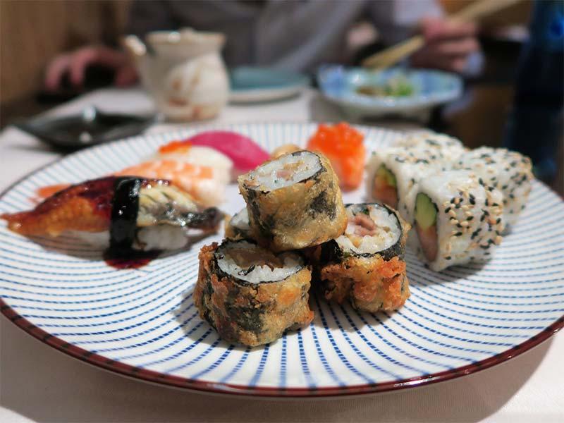 Restaurante Ayala Japon roll y nigiri