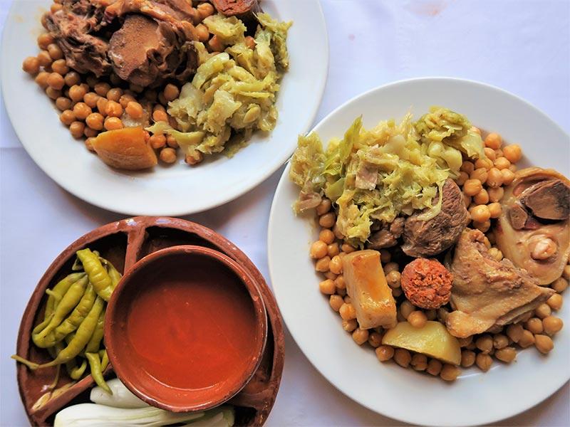 Taberna La Bola cocido madrileño y su guarnicion
