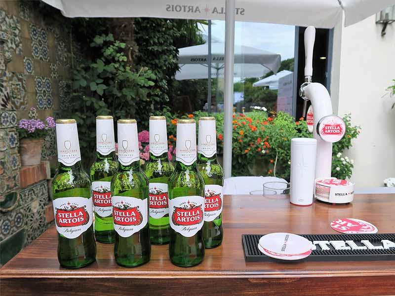 Botellas de cerveza Stella Artois