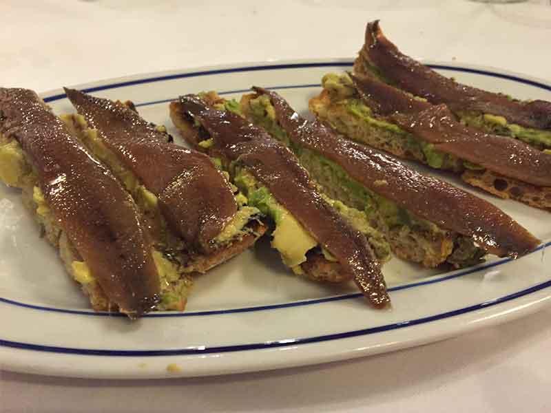Restaurante Bocaito tosta de aguacate y anchoas