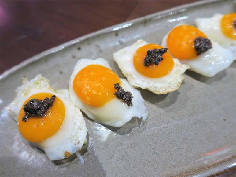 Nakama Nigiri huevo de codorniz con trufa